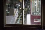 夜の阪急西宮車庫、建屋内のあれは…謎のホームドア?